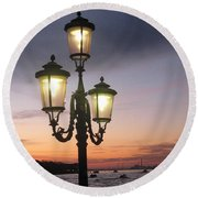 Lampost Sunset In Venice Round Beach Towel