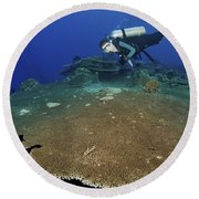 Large Staghorn Coral And Scuba Diver Round Beach Towel