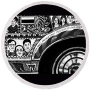 Le Car In Black And White Round Beach Towel