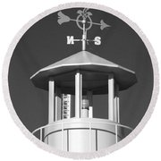 Light House On Coney Island In Black And White  Round Beach Towel