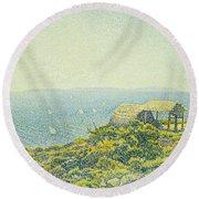L'ile Du Levant Vu Du Cap Benat Round Beach Towel