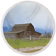 Little Mountain Barn Round Beach Towel
