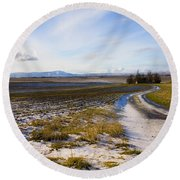 Lonely House On The Prairie Round Beach Towel