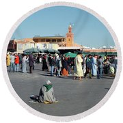 Lonely In Marrakesh Round Beach Towel