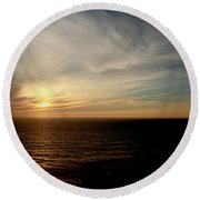 Low Sun Over The Pacific Round Beach Towel