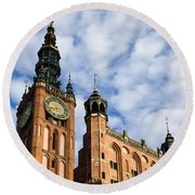 Main Town Hall In Gdansk Round Beach Towel