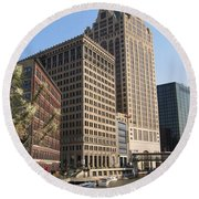 Milwaukee River And Skywalk Round Beach Towel