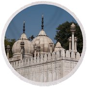 Minarets And Structure Of Pearl Mosque Inside Red Fort Round Beach Towel