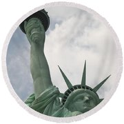 Miss Statue Of Liberty Round Beach Towel