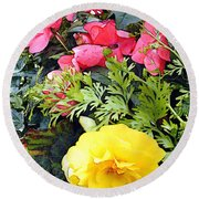 Mixed Ranunculus In A Hanging Basket Round Beach Towel