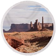 Monument Valley Totem Pole Round Beach Towel