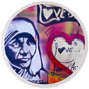 Mother Theresa Service Round Beach Towel