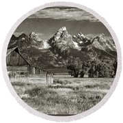 Moulton Barn And The Grand Tetons Round Beach Towel
