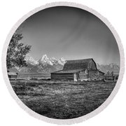 Moulton Barn Bw Round Beach Towel