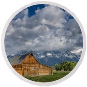 Moulton Barn Morning Round Beach Towel