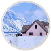 Moulton House In Winter Round Beach Towel