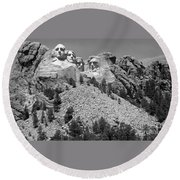 Mt. Rushmore Full View In Black And White Round Beach Towel