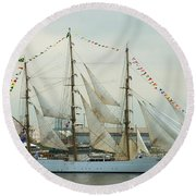Nve Cisne Branco Passing By Fort Mchenry Round Beach Towel