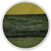 Ocean Waves Coming In Near Sunset Round Beach Towel