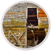Old Barn Door Round Beach Towel