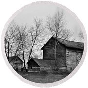 Old Barn In Monochrome Round Beach Towel