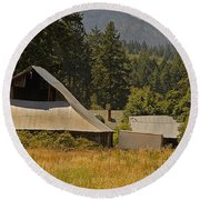 Old Barn On A Hot Summer Day In The Applegate Round Beach Towel