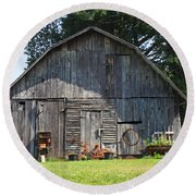 Old Barn South Of Brevard Round Beach Towel
