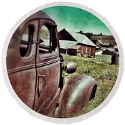 Old Car And Ghost Town Round Beach Towel