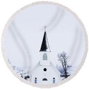 Old Fashioned Steeple Church In Winter Round Beach Towel