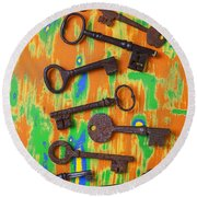 Old Rusty Keys Round Beach Towel