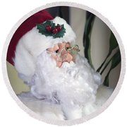 Old Santa Claus Round Beach Towel