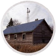 Old Time Barn From Days Gone By Round Beach Towel