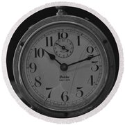 Old Westclock In Black And White Round Beach Towel