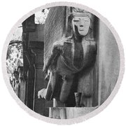 Oscar Wilde Monument Round Beach Towel
