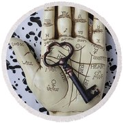 Palm Reading Hand And Key Round Beach Towel