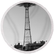 Parachute Drop In Black And White Round Beach Towel