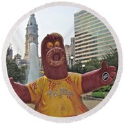 Phanatic Love Statue In The City Round Beach Towel