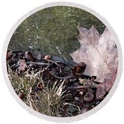 Photo Watercolour Leaf Against Rock Round Beach Towel