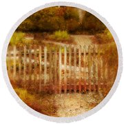 Picket Fence And Cottage Round Beach Towel