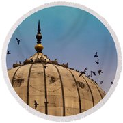 Pigeons Around Dome Of The Jama Masjid In Delhi In India Round Beach Towel