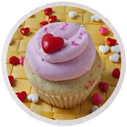Pink Cupcake With Candy Hearts Round Beach Towel
