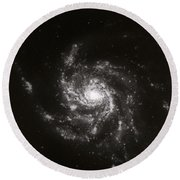 Pinwheel Galaxy, M101 Round Beach Towel by Science Source