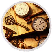 Pocket Watches And Old Keys Round Beach Towel
