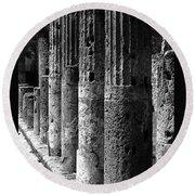 Pompeii Columns Black And White Round Beach Towel