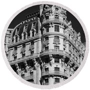 Rainbows And Architecture In Black And White Round Beach Towel