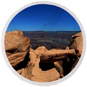 Raven Flying Near Ooh Aah Point Round Beach Towel