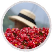 Red Flowers And Straw Hat Round Beach Towel