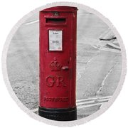 Red King George V Postbox Round Beach Towel