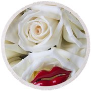 Red Lips And White Roses Round Beach Towel