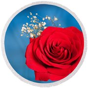 Red Rose And Baby Breath Round Beach Towel